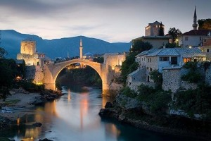 old-bridge-over-Neretva-river-Mostar-Bosnia-and-Herzegovina-main-1