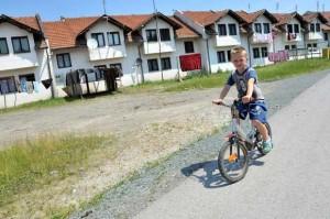 zivot-u-bosanskim-izbjeglickim-kampovima-u-21-stoljecu-18-godna-nakon-rata-zaboravljeni-od-drzave-skriveni-od-pogleda_8 (1)